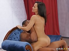 Isiah Maxwell And Lisa Ann - Raunchy Tanned Milf With Huge Bristols In Hot I
