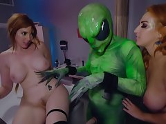 April Oneil And Lauren Phillips - Field 51 Ffa Threesome