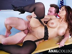 sexy MILF Syren De Mer Gets Pounded In The Classroom