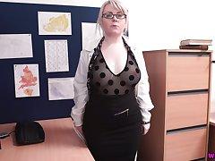 Chubby light haired MILF in glasses Danni Marie wanna act out involving her pussy