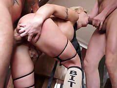 Men have sexual intercourse blonde goddess in the ass and pussy during a wild show