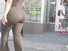 Thick Abscess Booty Ebony Milf in Spandex