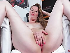 Delicious Mom Brianna - large-bosomed