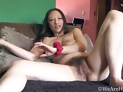Hairy amateur mommy Cara Banx solo session