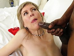 Mature blonde slut Jamie Foster gets fucked balls deep off out of one's mind a BBC