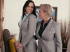 Aidra Fox learns encompassing lesbian pleasures from Dee Williams