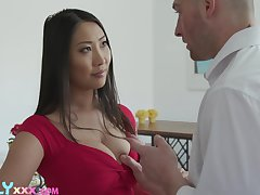 Attractive Asian brunette Sharon Lee uses will not hear of boobies of nice titjob