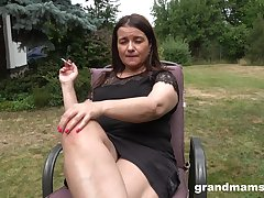 Busty chubby mature descendant is happy to masturbate outdoors up ahead backyard