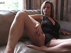 Hot Housewife Playing To Herself - MatureNL