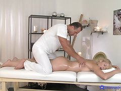 Abyss missionary during massage for a curvy ass blonde