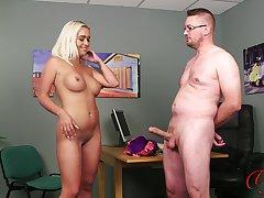Sexy blonde incise Scarlett Jackson enjoys chaffing him to cum