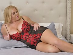 Chubby mature widely applicable Karen Fisher offers herself in another poses
