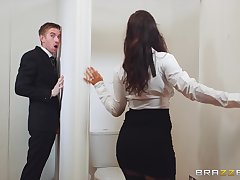 Young cadger gets lucky with a premium woman during a glory hole tryout