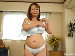 Amateur alone mistiness of Japanese mature Nishiuchi Risako getting naked