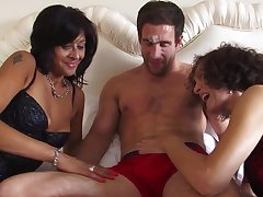 Homemade interracial triune all over matures India Fox and Sonia Rox