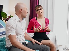 Stepmommy Lexi Luna teaches small fry the merits of satisfying a man properly