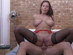 Passionate fucking on the bed with sizzling cougar Sensual Jane